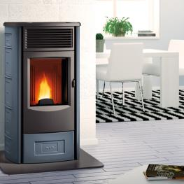 Stove with forced ventilation